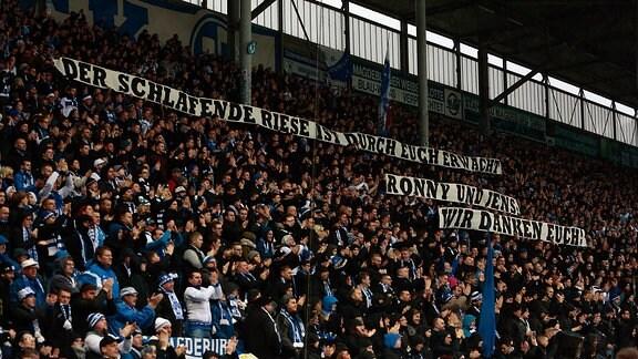 Magdeburg Fans mit Spruchbändern für Ronny Thielemann und Jens Härtel