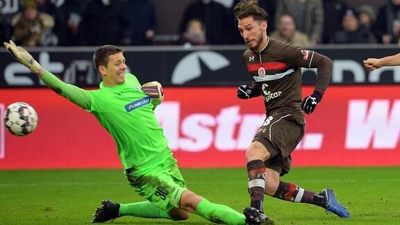 Dimitros Diamantakos (Nr. 18, FC St. Pauli) trifft zum 3:1