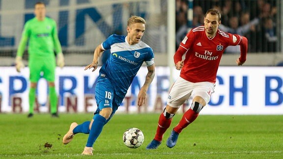 v.l. Nils Butzen (Magdeburg, 16), Pierre-Michel Lasogga (Hamburger SV, 10)