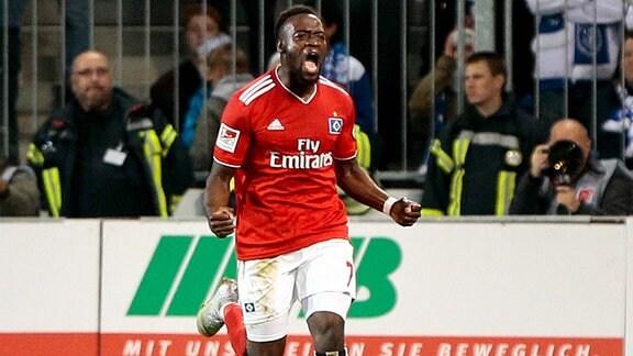 Khaled Narey (Hamburger SV, 7) jubelt nach dem tor zum 1:0.