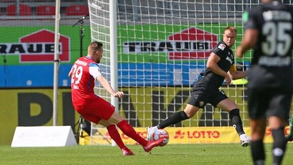 Heidenheims Tobias Mohr trifft zum 1:0