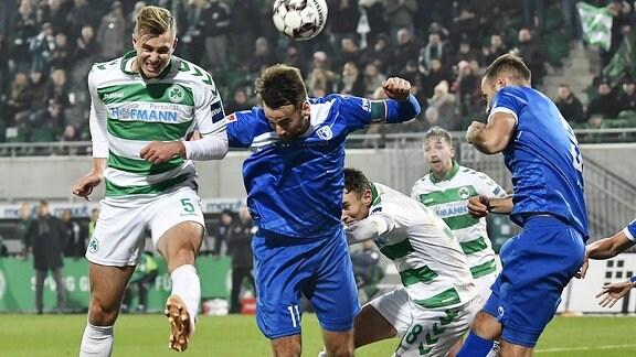 Richard Magyar erzielt den Siegtreffer zum 3:2 gegen Christian Beck