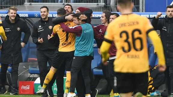 Spieler von Dynamo Dresden jubeln