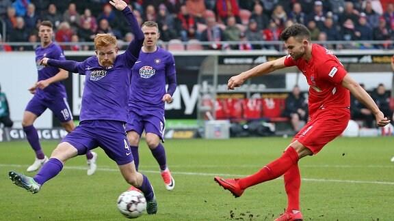 Denis Thomalla erzielt das Tor zum 1:0 für Heidenheim