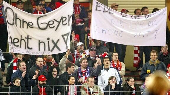 Ohne Geyer geht nix! - Cottbuser Fans bedanken sich nach dessen Entlassung bei Trainer Eduard Geyer für die schöne Zeit