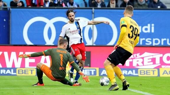 v.l.. Kevin Broll Dynamo Dresden, Martin Harnik Hamburger SV, Kevin Ehlers Dynamo Dresden