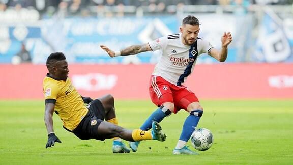 Moussa Kone Dynamo Dresden und Tim Leibold Hamburger SV