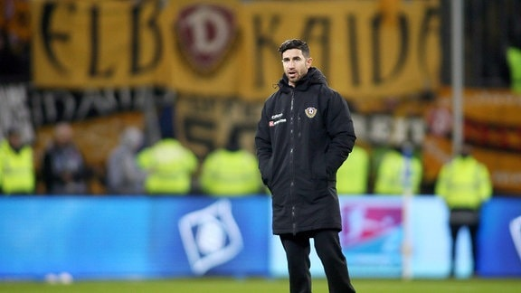 Trainer Ovid Hajou (Dresden) beim Spiel zwischen Hamburger SV und Dynamo Dresden.
