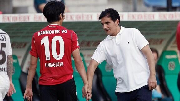 Genki Haraguchi 10, Hannover und Kenan Kocak Trainer, Hannover freuen sich nach dem Sieg.