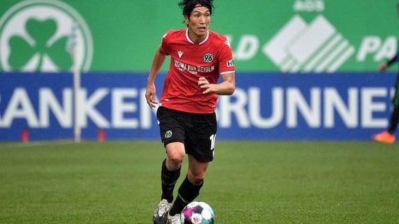Genki Haraguchi ,Hannover96, am Ball