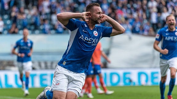 John Verhoek Hansa Rostock jubelt nach seinem Tor