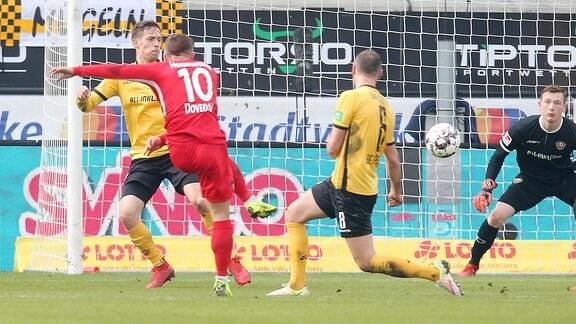 Nikola Dovedan (FCH) mit dme Torschuss zum 1:0