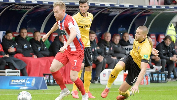 v.l. Marc Schnatterer FC Heidenheim und Rene Klingenburg SG Dynamo Dresden