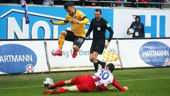 v.l. Sascha Horvath 1. FC Heidenheim und Tim Kleindienst Dynamo Dresden