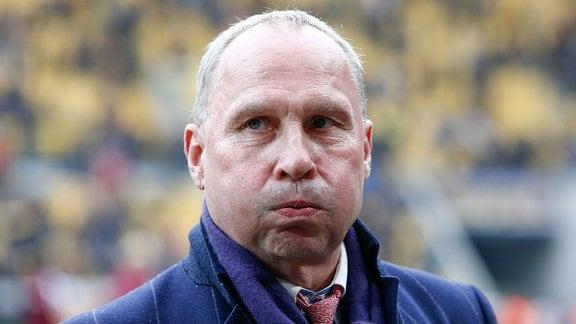 Helge Leonhardt, Präsident Erzgebirge Aue, macht dicke Backen.