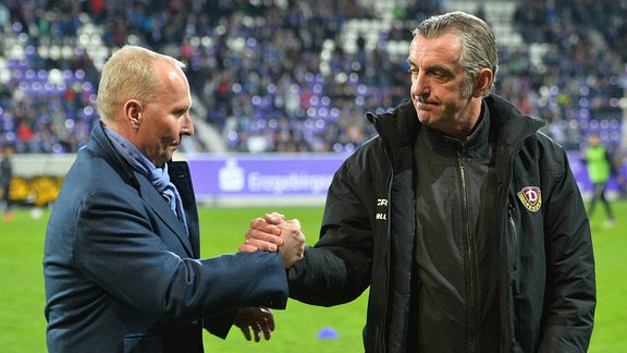 Helge Leonhardt (Präsident, FC Erzgebirge Aue) li. und Ralf Minge (Geschäftsfuehrer SG Dynamo Dresden)