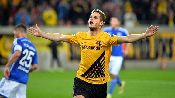 Justin Eilers feiert sein Tor zum 1:0 gegen FC Schalke 04 am 18.08.2014.