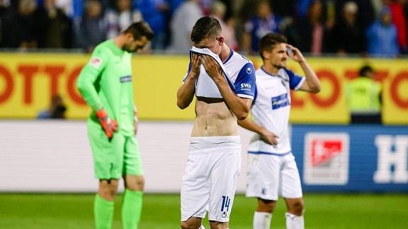 Enttäuschung bei Dennis Erdmann und Steffen Schaefer (1.FC Magdeburg) nach dem Schlusspfiff