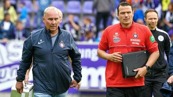Helge Leonhardt, Präsident FC Erzgebirge Aue li. und Marc Hensel Interims-Cheftrainer.