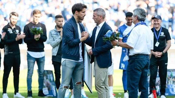 v.l. Romain Bregerie (Magdeburg, 33), Mario Kallnik (Magdeburg, Manager)