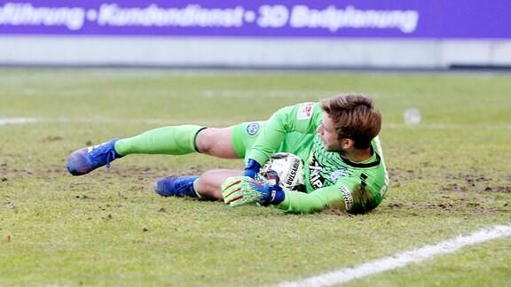 FC Erzgebirge Aue vs. MSV Duisburg - Felix Wiedwald (30, Duisburg).