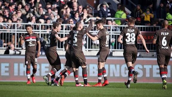 FC St.Pauli Hamburg vs. FC Erzgebirge Aue -  Tor für St.Pauli Hamburg. Christopher Buchtmann (10, Pauli) erzielt den Treffer zum 1:0.