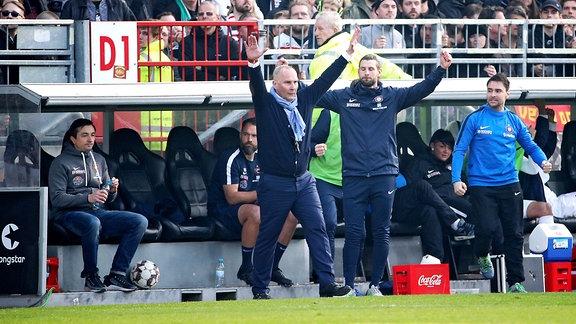 FC St.Pauli Hamburg vs. FC Erzgebirge Aue - Auer Jubel nach em Spiel.