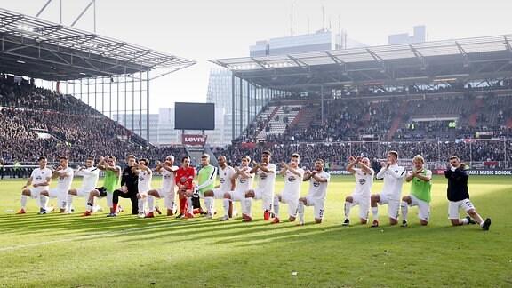 FC St.Pauli Hamburg vs. FC Erzgebirge Aue - Auer Jubel nach dem Spiel.
