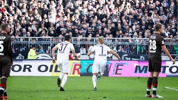 FC St.Pauli Hamburg vs. FC Erzgebirge Aue - Tor für Aue.  Jan Hochscheidt (7, Aue) erzielt den Treffer zum 1:1.