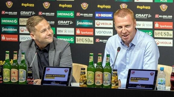 Pressesprecher Henry Buschmann und Cheftrainer Maik Walpurgis (v.l.) auf der Pressekonferenz vor dem Auswärtsspiel in Bochum