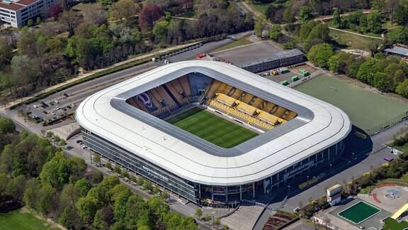 Luftbildaufnahme - Blick auf das Rudolf Harbig Stadion.