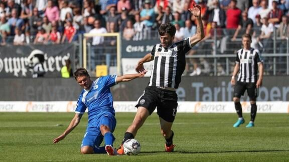 Aleksandar Ignjovski (FCM, 18) gegen Markus Karl (SVS, 23)