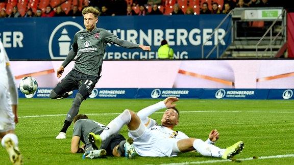 Robin Hack (17, 1. FC Nürnberg / FCN ) erziet Treffer Tor Torschuß zum 1:0.
