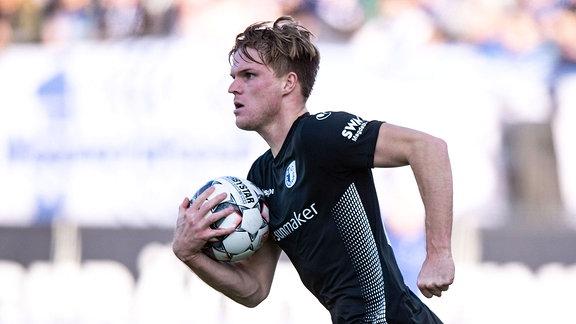 v.l. Marius Buetler (1.FC Magdeburg) Torjubel