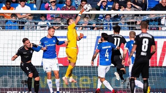 v.l. Christopher Handke (1.FC Magdeburg), Marcel Franke (SV Darmstadt 98), Daniel Heuer Fernandes (SV Darmstadt 98), Aytac Sulu (SV Darmstadt 98), Christian Beck (1.FC Magdeburg).