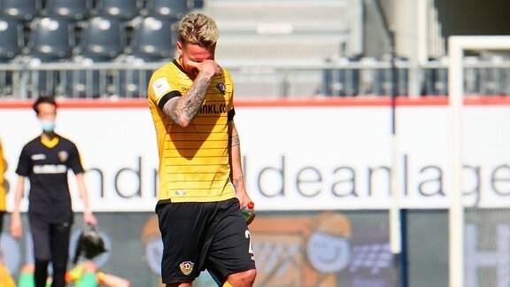 Patrick Ebert (Dresden, 20) nach dem Abpfiff beim Spiel SV Sandhausen vs Dynamo Dresden