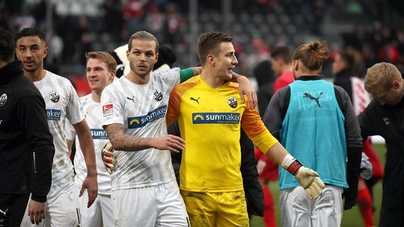 v.l. Dennis Diekmeier, Martin Fraisl, beide SV Sandhausen.