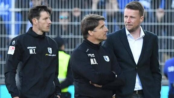 Matthias Tischer, Michael Oenning, Maik Franz enttäuscht nach Abpfiff.