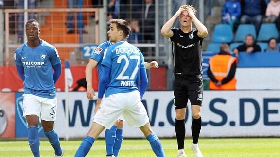 Marius Bülter schlägt die Hände über dem Kopf zusammen nach einer vergebenen Chance.