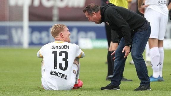 Siegtorschütze Simon Makienok und Trainer Markus Kauczinski (DD)