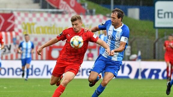 Elias Huth (FSV Zwickau #32) mit Steffen Puttkammer (SV Meppen #22)