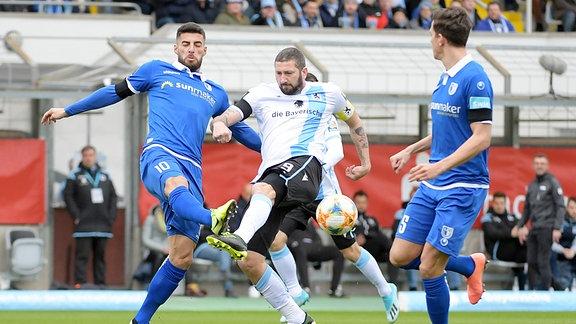 Jürgen Gjasula 1.FC Magdeburg und Sascha Moelders TSV 1860 Muenchen im Zweikampf