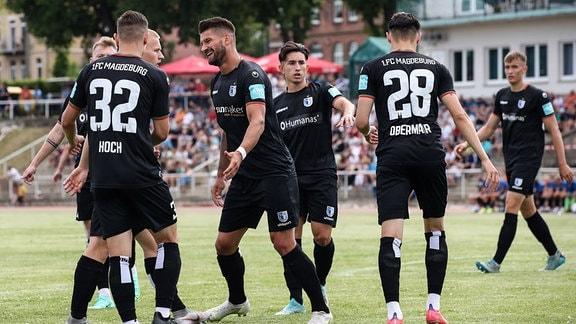 Torjubel - Torschütze Kai Brünker 1. FC Magdeburg,9 trifft zum 0-1