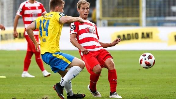 Dominik Bock (14, Jena) und Rene Lange (20, Zwickau) im Zweikampf