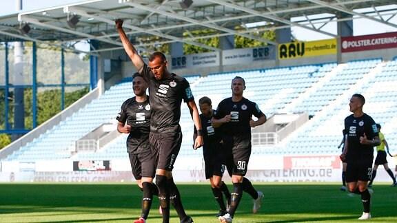 3. Liga, Chemnitzer FC - Eintracht Braunschweig, v.l. Steffen Nkansah (Braunschweig, 6) jubelt mit geballter Faust