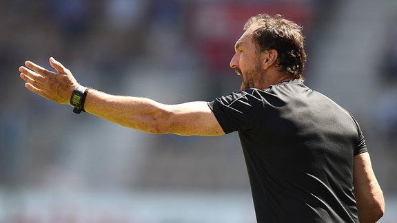 Cheftrainer Claus-Dieter Wollitz (FC Energie Cottbus)