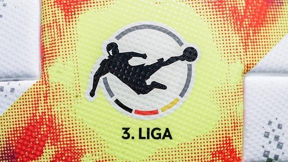 Logo der 3. Liga: auf dem offiziellen Spielball der Saison 2019/20