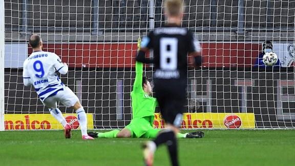 MSV Duisburg - 1. FC Magdeburg am 20.01.2021 in der Schauinsland-Reisen-Arena in Duisburg Tor zum 1:0 durch Ahmet Engin - Duisburg