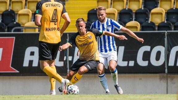 Dresdens Chris Löwe (Loewe) am Ball.