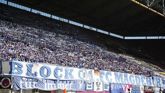 Magdeburger Fans im Gästeblock.